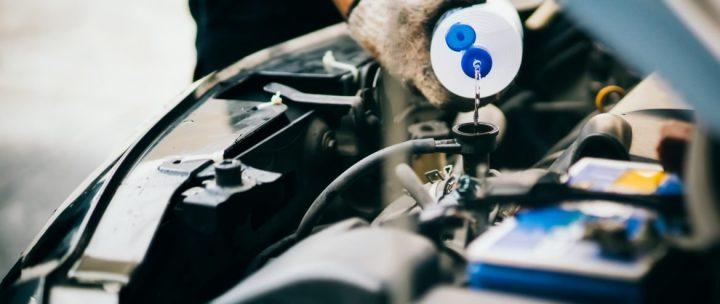 Putting antifreeze for car