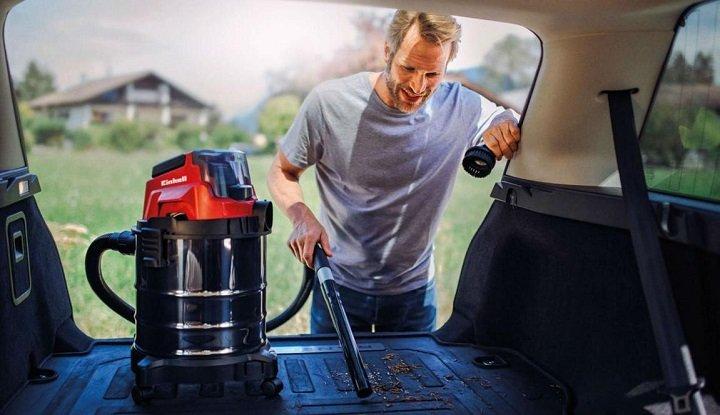 using a wet-dry vacuum in car