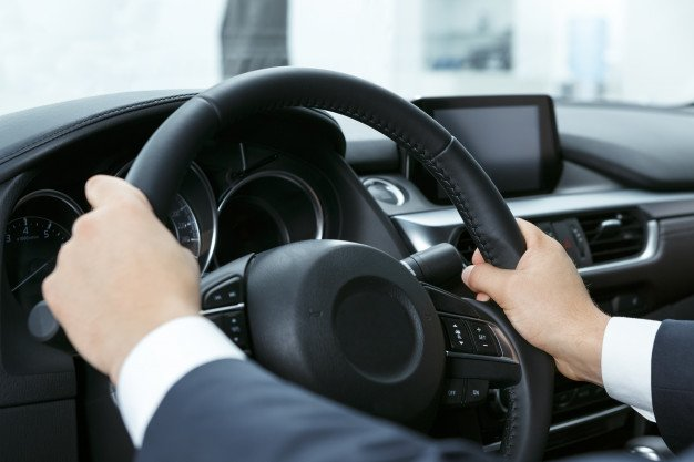 Properly holding steering wheel