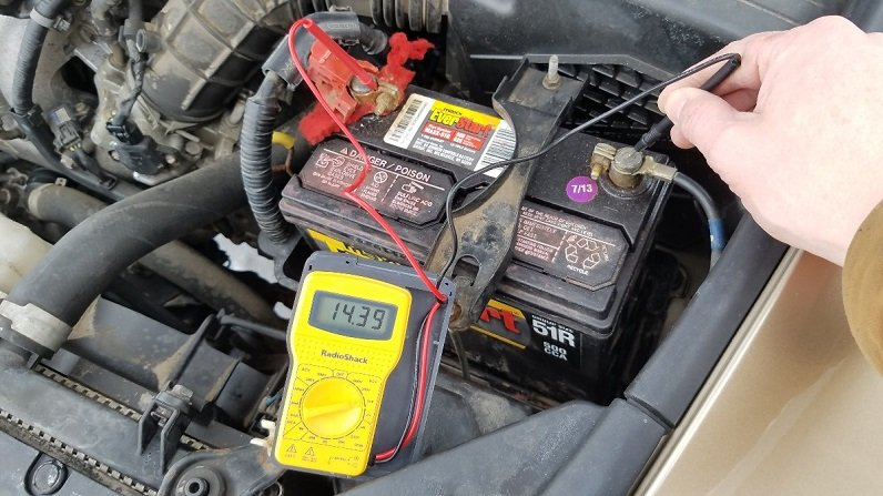 measuring battery voltage with device