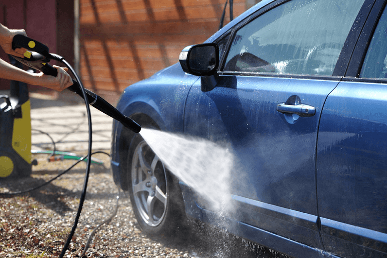 Washing a car with pressure-washer